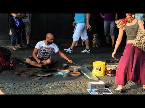 Straßenmusikantan на Alexanderplatz в Berlin от 2014.08.08, 18:14:43