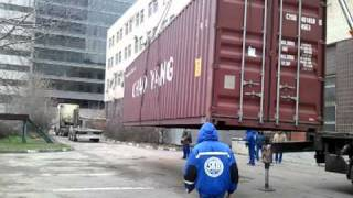 видео Погрузка контейнера 40 футов, кран 25 тонн