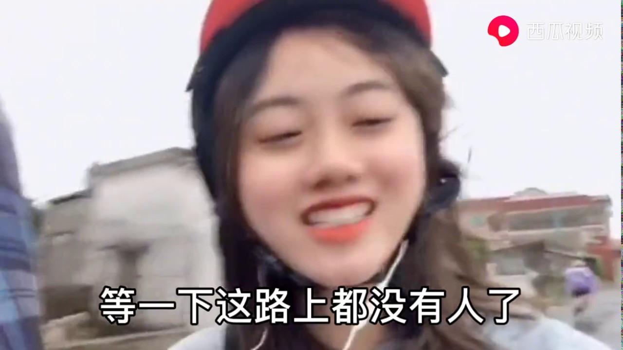 今天越南下雨,越南妹子去买猪肠回来吃,花人民币60块钱买了很多回来。