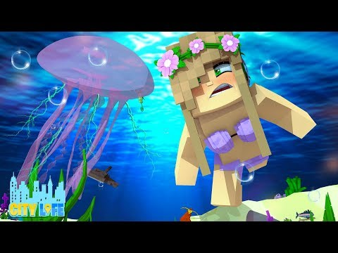 LITTLE KELLY GETS STUNG BY A JELLYFISH !! | Minecraft Little Kelly