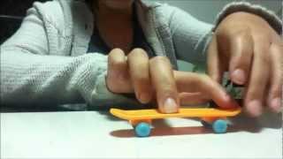 Manobras com o skate de dedo (ollie e flip)