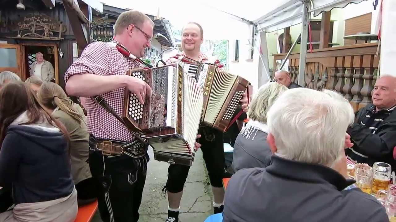 Akkordeon und Steirische Harmonika beim Zillertaler Oktoberfest in ...