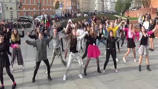 191026 K-Pop Random Play Dance In Public + Flashmob (Warsaw, Poland) by SEVEN WINGS