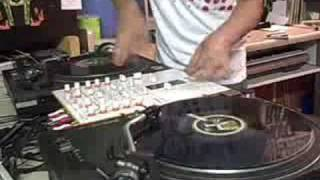 DJ X-RATED SCRATCHING 3 FADERS AT ONCE !!(SERATO SCRATCH LIVE )