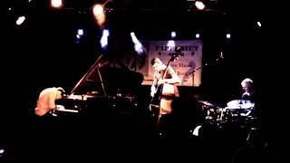 Christian Sands / Jonathan Bremer / Alex Riel playing herfra hvor vi står