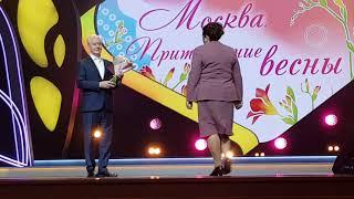 Смотреть видео Мэр Москвы Сергей Собянин поздравление с 8 марта 2019 онлайн