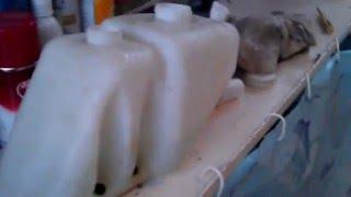 Можно ли смешивать омывайку с водой, и что делать если замерз бачок омывателя?
