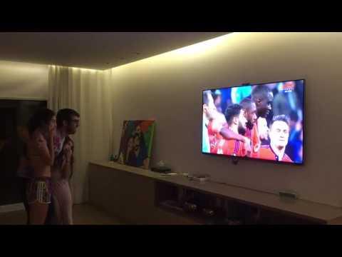 Juninho fête la qualification de l'OL en 1/2 finale d'Europa League contre le Besiktas - Footbol
