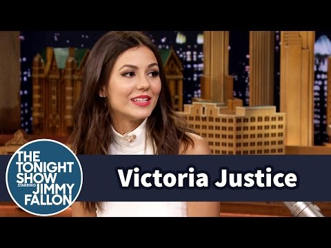 Victoria Justice Invented the Snelfie