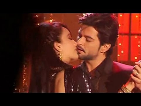 Asad Zoya's ROMANTIC DANCE & WEDDING INTERVIEW in Qubool Hai 28th January ...