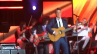 """Baixar Alejandro Sanz canta """"Lady Laura"""" de Roberto Carlos"""