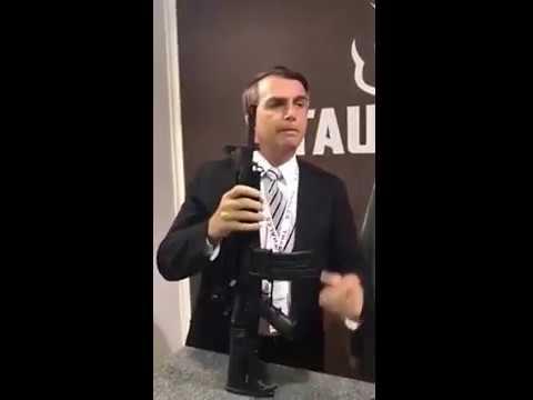 JAIR MESSIAS BOLSONARO PROMETE PORTE DE ARMA EM 2018