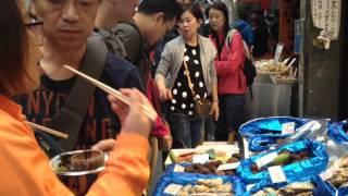 やたら中国人観光客に人気の大阪黒門市場。市場って豪快で安いイメージ...