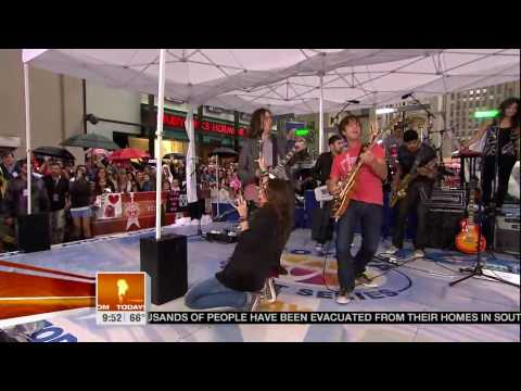 Miley Cyrus - Kicking And Screaming - TodayShow (HD)