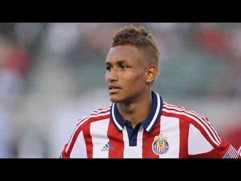 Juan Agudelo scores his first goal in a Chivas jersey