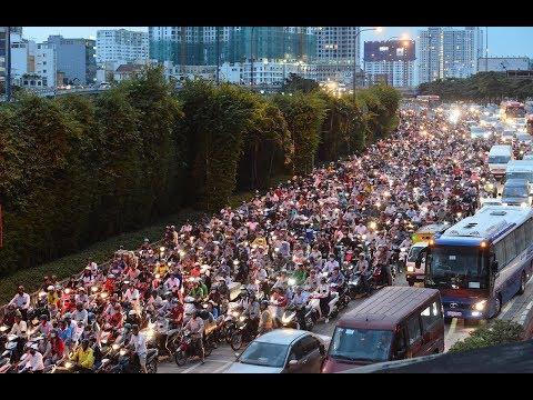 Cảnh xe cộ chen nhau vào hầm sông Sài Gòn -News Zing