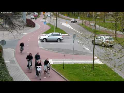 Junction with separate cycle path (Netherlands)