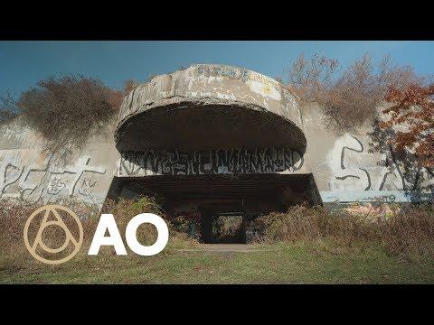 Explore an Abandoned Futuristic Fort