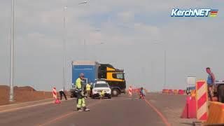 В ДТП на выезде из Керчи попал грузовик