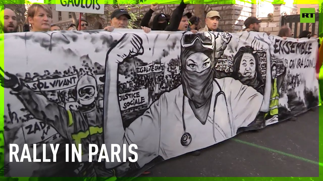 Download Hundreds decry health-pass mandate, increasing fuel prices at Paris rally