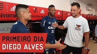 Diego Alves encontra companheiros no CT
