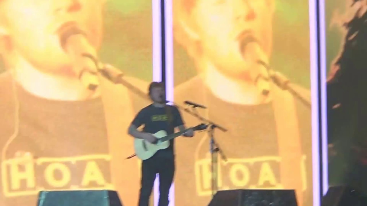 castle on the hill - ed sheeran live zürich 2017 - youtube