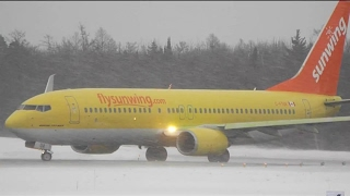 Sunwing (TUIfly) Boeing 737-800 in Action at Quebec City Airport (YQB)
