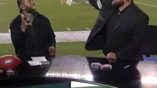 Jon Dorenbos Amazes Randy Moss With a Magic Card Trick