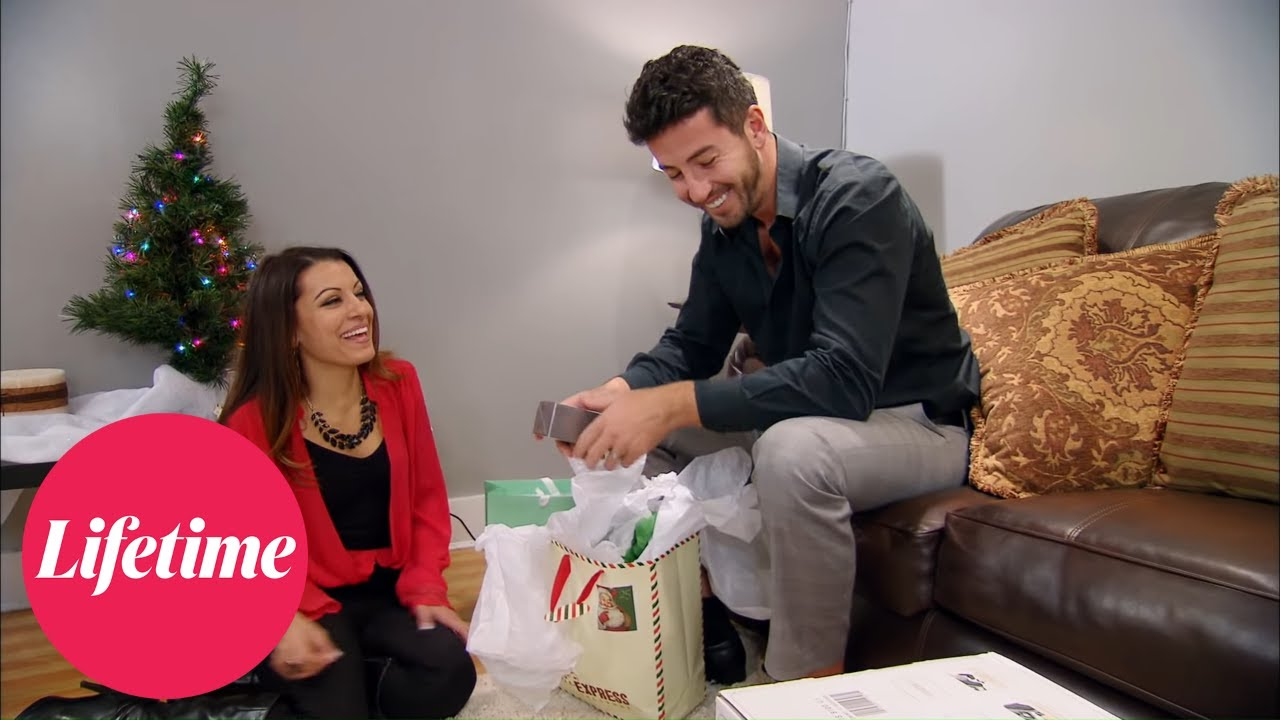 Download Married at First Sight: Jaclyn Laughs at Ryan's Gift (Season 2, Episode 5) | Lifetime
