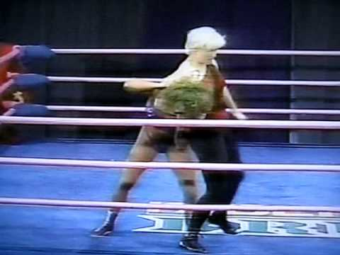 Tina Ferrari vs. Ninotchka (1st. Match for The GLOW Crown) - YouTube