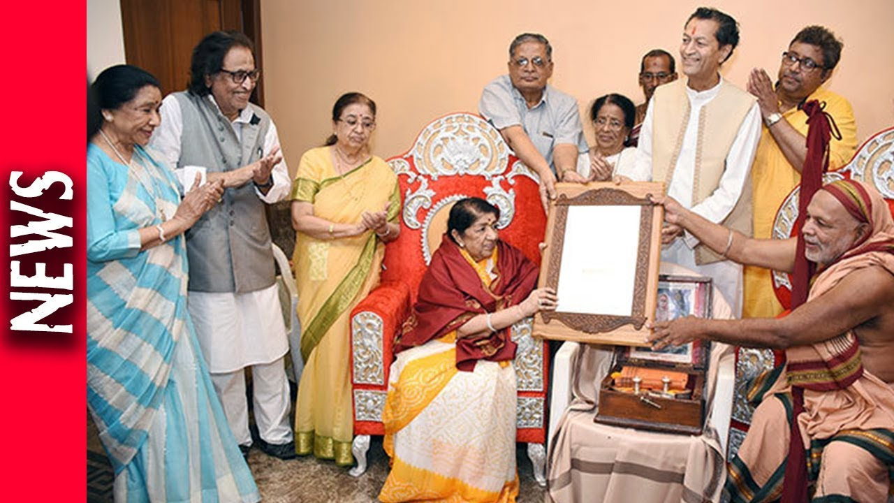 Latest Bollywood News - Lata Mangeshkar Felicitated By The Shankaracharya -  Bollywood Gossip 2018