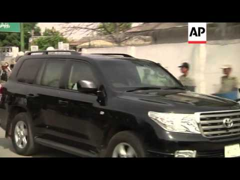 Musharraf convoy arrives at court over Bhutto death