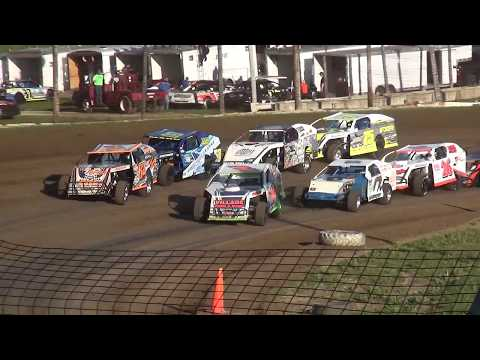 Out Pace USRA B-Mod Heats Upper Iowa Speedway 5/28/17