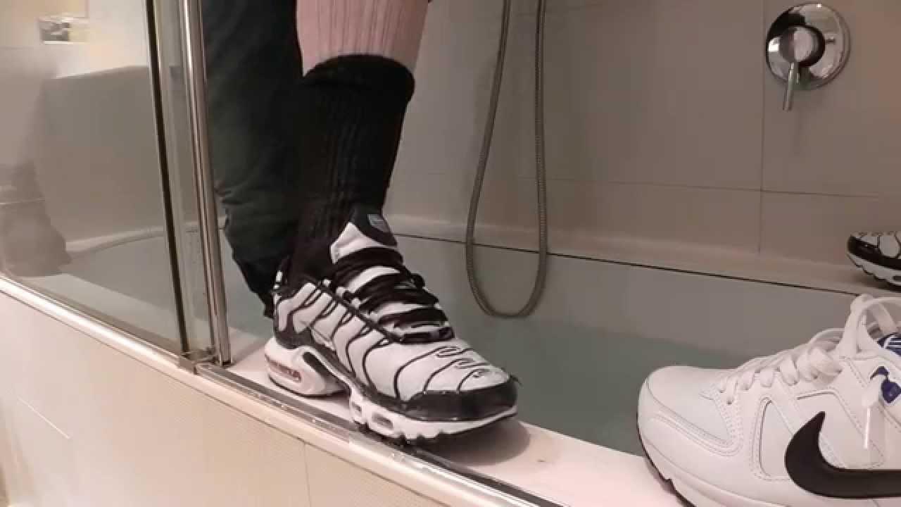 ... Nike air max TN Command Fully clothed in the bath . ... 2da9a528a9