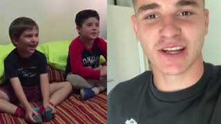 La tierna reacción de un nene cordobés que recibe el saludo de Julian Álvarez