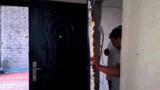 видео Демонтаж входной двери своими руками