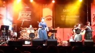 Thandiswa Mazwai - Ndilinde (Live at CTJF 2013)