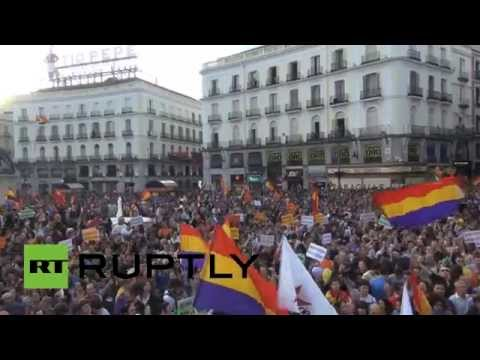 'Monarchy? No, Thanks': Thousands demand referendum after Spanish King's abdication