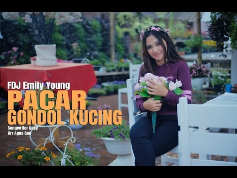 Fdj Emily Young - Pacar Gondol Kucing