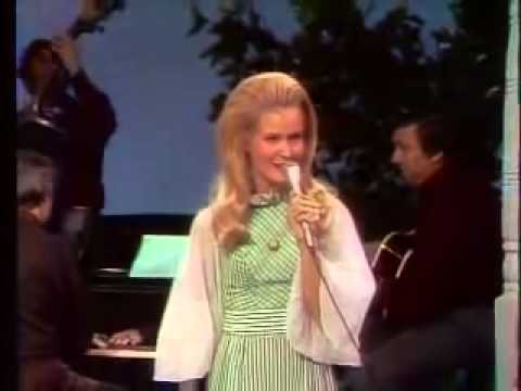 Lynn Anderson - I Beg Your Pardon (I Never Promised You A Rose Garden)
