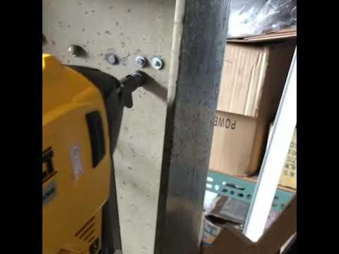 Dewalt DCN890電動鋼構釘槍打H型鋼