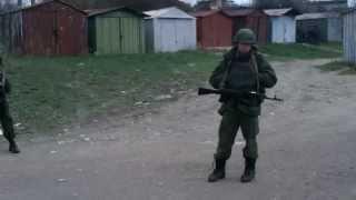 Севастополь, рядом с украинской воинской частью, 01 марта 2014 thumbnail