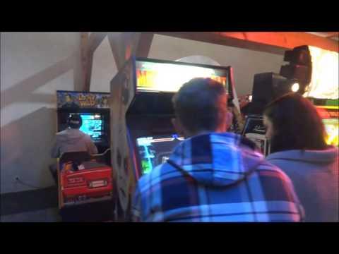 """Visite de la salle """"Arcade Hry"""" à Prague par be-games.be"""