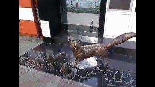 Саранск. Лисы как символ и скульптыры уютного города. фото на телефон Fly