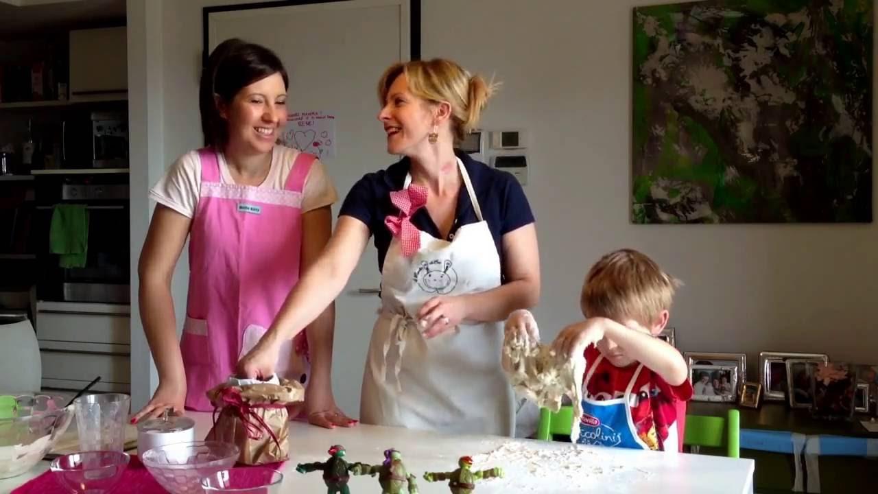 Cucinare con i bambini la pizza con il mondo di bu youtube - Cucinare coi bambini ...
