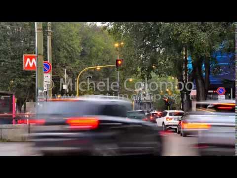 0041 - time lapse - traffic at trafficlight in Milan