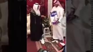 شاهد.. 'بامبرز' هدية عريس خليجي في حفل زفافه