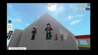 ROBLOX.... Hide and Seek- UnderKOMBATlml