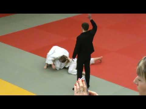 Fille et judokate à la fois