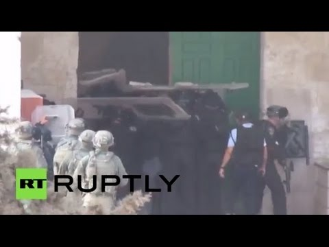 RAW: Israeli police, special forces enter Al-Aqsa Mosque in Jerusalem on 2nd day of violence
